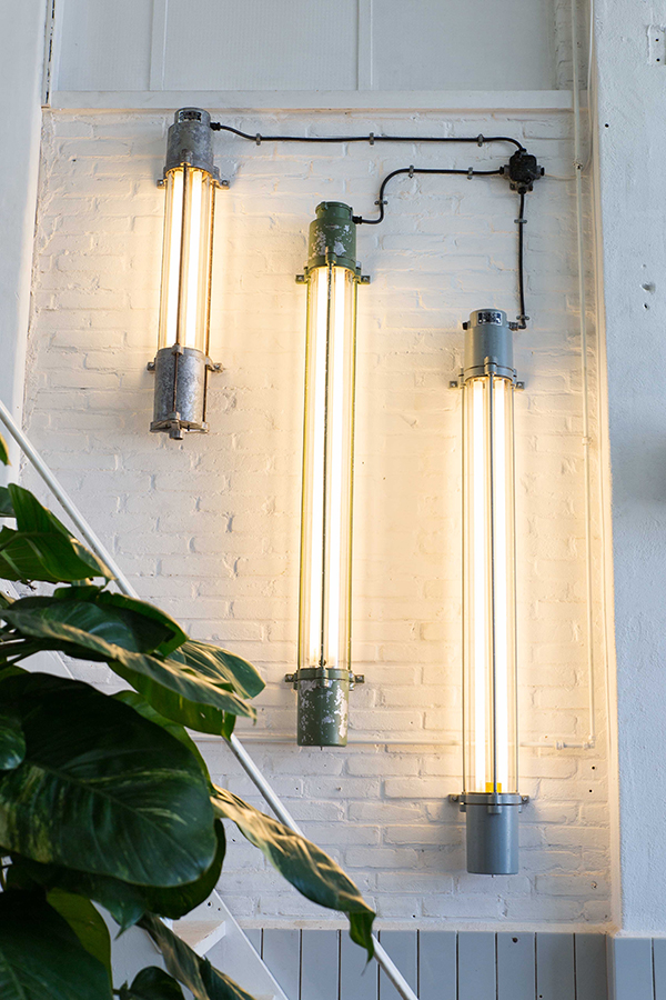 Green Rhino | Green Industrial Fluorescent Fixture With Glass Tube
