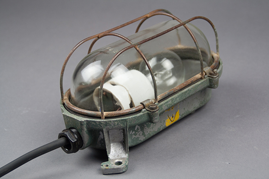 Baby Slender Turtle | Small bulkhead lamp with a slender cage