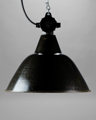 Pelican | Medium Bauhaus-style enamel lamp shade with conical dome