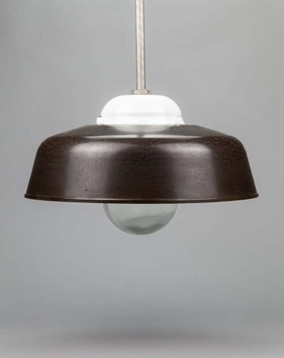 Soft Shell Clam | Special porcelain pendant light with bakelite shade