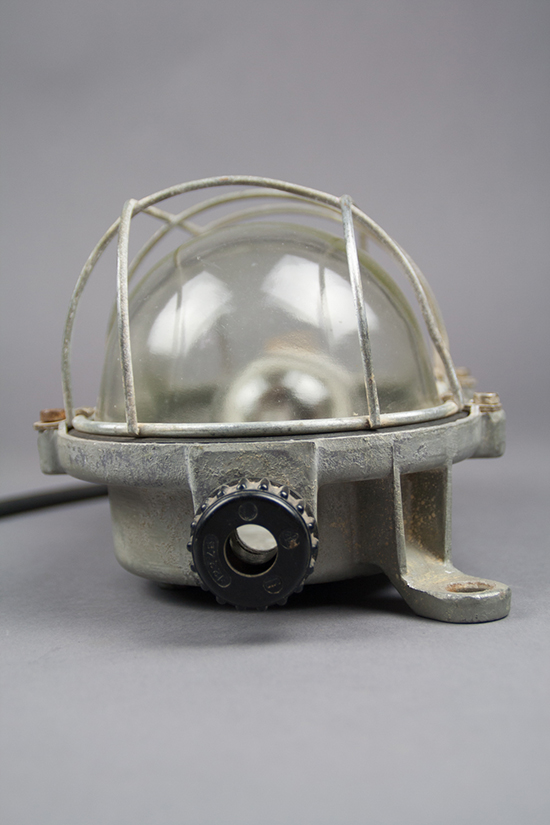 Slender Turtle | Medium-sized Bulkhead Lamp With A Slender Cage