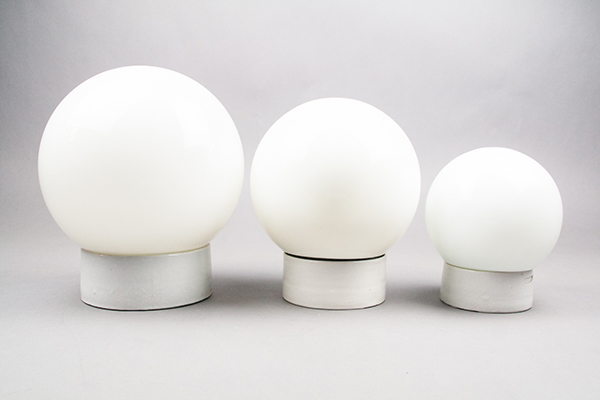 Conch   Milky glass dome lamp on a straight porcelain base