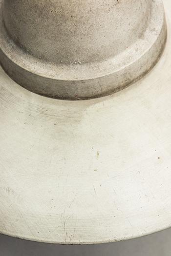 Heron | Extraordinary pendant lamp with discrete aluminium dish