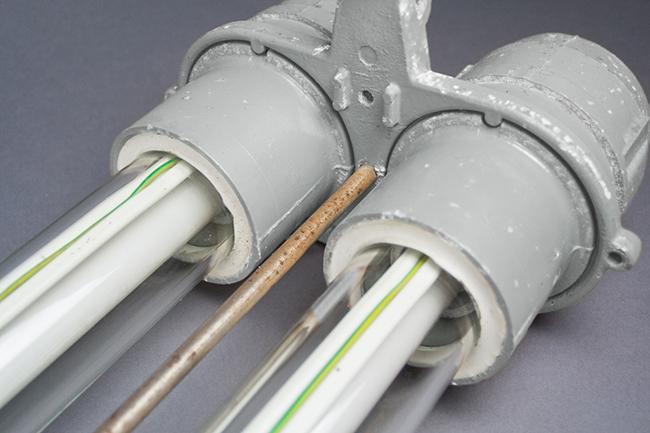 Heavy double-tube fluorescent light