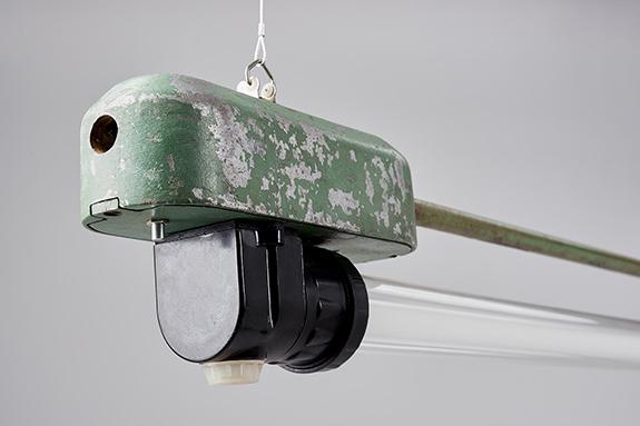 Bakelite-Ends-Pendant-Green-Pecora